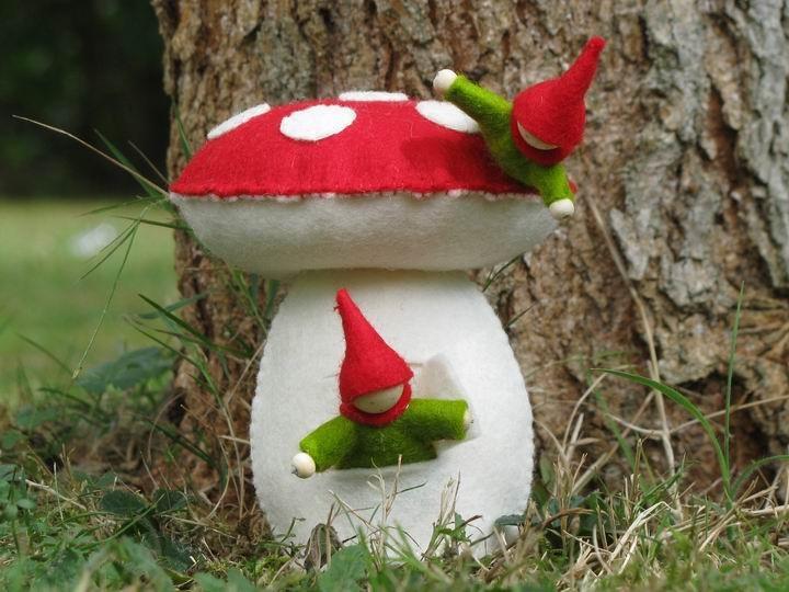 champignon maison elegant la maison champignon le nid dans les bruyres with champignon maison. Black Bedroom Furniture Sets. Home Design Ideas